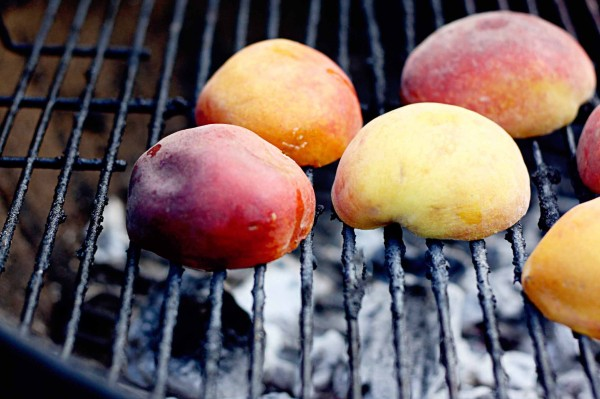 grilled-peaches-600x399.jpg